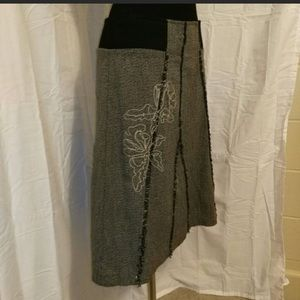 Women's size 8 Cato embroidered pencil skirt